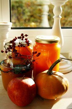 Apfel-Kürbis-Marmelade***** Sehr lecker. Ich habe alles ohne Wasser direkt im Thermomix gekocht und püriert.