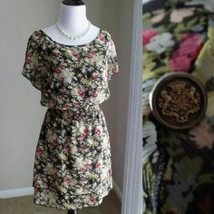 Express Floral Dress -Built in slip -100% POLYESTER -Price is negotiable Express Dresses Mini