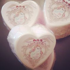 This soap has the sweet aroma of fresh picked rose petals with the hint of lavender.