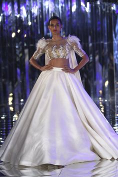 Complete collection: Manish Malhotra at India Couture Week 2017 Nice Dresses, Casual Dresses, Girls Dresses, Indian Designer Outfits, Designer Dresses, Indian Dresses, Indian Outfits, Manish Malhotra Bridal, Couture Week