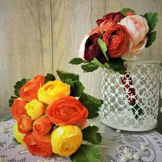 Boglárka selyemvirág csokor több színben, szalaggal összekötve. Glass Vase, Home Decor, Decoration Home, Room Decor, Home Interior Design, Home Decoration, Interior Design