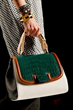 See detail photos for Fendi Spring 2011 Ready-to-Wear collection. Handbags On Sale, Luxury Handbags, Purses And Handbags, Leather Handbags, Leather Bag, Beautiful Handbags, Beautiful Bags, Sacs Design, Best Bags