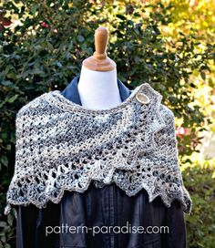 12 Weeks of Christmas #CAL 2017, soft warm wrap shawl scarf on Pattern-Paradise.com #12WeeksChristmasCAL #patternparadisecrochet #crochet #wrap #shawl