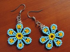 If you want to make earrings at home in patpatya … – ÖMÜR DEMİR – Join the world of pin Beaded Jewelry Designs, Bead Jewellery, Handmade Jewelry, Beaded Flowers Patterns, Beading Patterns, Seed Bead Tutorials, Beading Tutorials, Beaded Earrings, Seed Bead Earrings