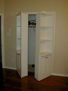 Closet doors are vital, yet commonly forgotten when it pertains to room decoration. Produce a makeover for your space with these closet door ideas. It is necessary to produce distinct closet door ideas to enhance your residence decoration. Hidden Closet, Hidden Rooms, Secret Closet, Bookcase Door, Door Shelves, Bookcases, Secret Storage, Hidden Storage, Tall Cabinet Storage