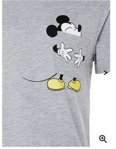 12 spectacular ideas to decorate t-shirts for girls ~ beauty and hairstyles Boys T Shirts, Cool Shirts, Tee Shirts, Painted Jeans, Painted Clothes, T Shirt Painting, Fabric Painting, Tshirt Painting Ideas, Disney Outfits