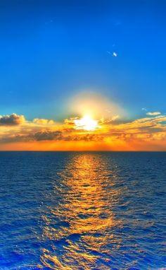 The setting sun, nature at it's best Amazing Sunsets, Amazing Nature, Beautiful Nature Wallpaper, Beautiful Landscapes, Sunset Pictures, Nature Pictures, Sunset Photography, Landscape Photography, Blue Sunset