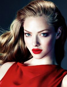 Amanda Seyfried | <3 how she looks like a vintage hollywood movie star in this shot.