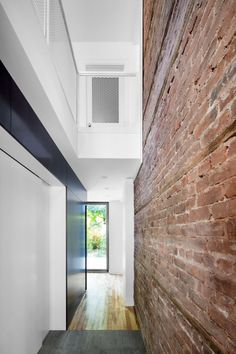 Dulwich Residence by Naturehumaine Architecture Design, Cabinet D Architecture, Amazing Architecture, Minimalist Furniture, Minimalist Home, Plaster House, Brick Feature Wall, Brick Wall, Extension Veranda