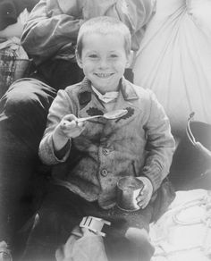 April A young Polish boy enjoying his first meal (US Army rations) after American forces liberated his concentration camp. His sub-camp (of Buchenwald), Eisenach, required inmates to produce military equipment for BMW. World History, World War Ii, Art History, Buchenwald Concentration Camp, Interesting History, Persecution, The Victim, Historical Photos, Us Army