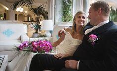 Sposi nella hall dell'Hotel Gabbiano Azzurro