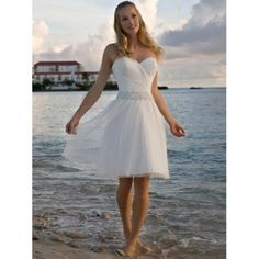 A-Line Sweetheart Sleeveless Beach Wedding Dress/ Knee Length Zipper Back Beading Tulle Short Bridal Gown