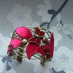 Superbe bracelet manchette avec des  papillons rouge bronze