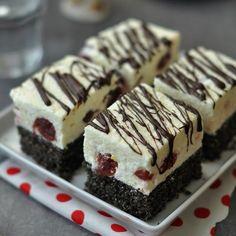 Meggyes mákos Túró rudi süti