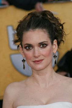 Winona Ryders high, ponytail hairstyle