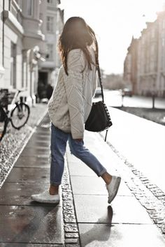 Knitwear and jeans is always a winning combination! Monja Wormser demonstrates this concept, looking cute and winter-ready in a cream cable knit sweater and rolled denim jeans.  Knit: Only, Jeans: Sheinside, Sneakers: Axel Arigato.