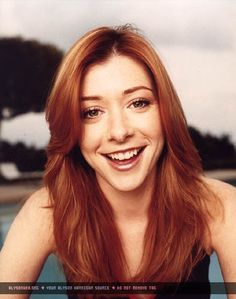 Image from http://alyson-hannigan.net/photos/albums/photos/photoshoots/session013/010.jpg.