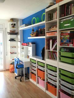 Muebles trofast de #ikea con escritorio micke y estanteria lack.