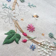 """""""葉っぱ楽しい(^^) #刺繍 #embroidery #青木和子 #リース #wreath #needlework #手芸 #bee"""""""