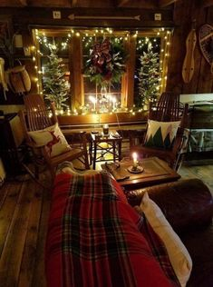 Are you searching for pictures for farmhouse christmas decor? Browse around this site for amazing farmhouse christmas decor inspiration. This farmhouse christmas decor ideas appears to be excellent. Decoration Christmas, Farmhouse Christmas Decor, Noel Christmas, Country Christmas, Christmas Lights, Holiday Decor, Cabin Christmas Decor, Christmas Design, Budget Holiday