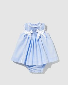 Vestido de bebé niña Dulces en azul con puntilla Dresses Kids Girl, Toddler Girl Outfits, Kids Outfits, Smocked Baby Dresses, Swimming Outfit, Moda Online, Baby Sewing, Spring Dresses, Boy Fashion