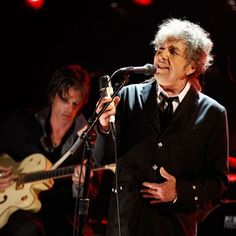 "Bob Dylan performs onstage during the Annual Critics' Choice Movie Awards at The Hollywood Palladium on Jan. in Los Angeles. In his next album, Dylan will ""uncover"" Frank Sinatra. Bob Dylan, Jack White, Pearl Jam, Einstein, Billy The Kid, Hoagy Carmichael, Prix Nobel, Finding Jesus, Mark Knopfler"