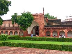 Agra fort..best time to visit, Entry Fee, Opening and Closing timing, Agra fort has four massive gates for entry..Premises have Diwan-i-Am, Diwan-iKhas, Moti Masjid