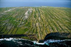 Inishmore cliffs, Aran Islands, County Galway, Ireland (53°07' N, 9°45' W).