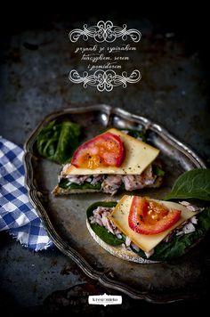 ♥ Food photography Niente da dire...gli sfondi scuri fanno risaltare il cibo! ...è sono romantici!!
