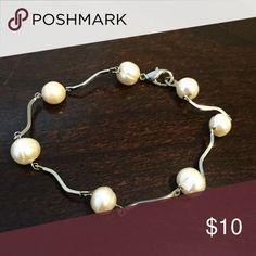 Pearl bracelet This is a really cute little pearl bracelet with yes real pearls on it. It's a nice simple piece of jewelry to easily accessorize with. Very chic. Jewelry Bracelets