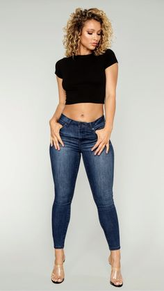 Curvy Girl Outfits, Cute Outfits, Venus Clothing, Leggings And Heels, Curvy Women Fashion, Sexy Jeans, Beautiful Asian Women, Girls Jeans, Elegant Woman
