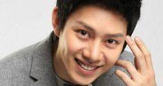 Heechul thích con gái có hình thể giống Bora (SISTAR) http://m.yan.vn/heechul-thich-con-gai-co-hinh-the-giong-bora-sistar-18271.html