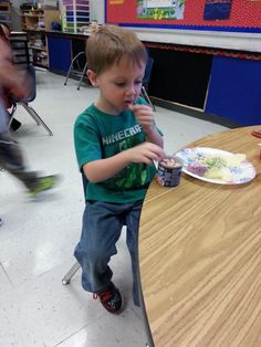 A teacher goes above and beyond to help a student with food allergies be included in a holiday party.