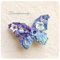 蝶々のブローチ。 紫から青、水色のグラデーション。 大きいサイズの蝶々は、横7cmほどです。 #crochet #レース編み