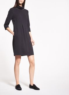 ¾ sleeve dress, knitted high neck, made of viscose cady, a fluid-looking fabric providing a perfect balance between elegance and practicality. This slim-fit version is characterised by a striking motif on the front and strands of sparkling rhinestones on the neck. Practical side pockets.