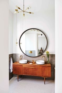 Guarantee you have access to the best midcentury modern mirror inspirations to decorate your next interior design project - What kind of mirror do you need? Big? Small? Geometric? Find it at http://essentialhome.eu/