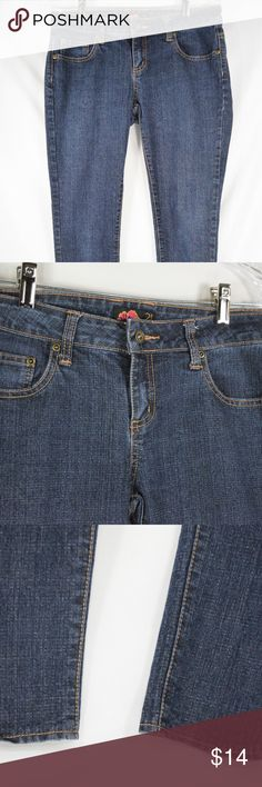 Forever 21 Women's Skinny Jeans Size 28 Women's dark wash ankle zip jeans. Gently worn with no flaws!  Waist: 30''/ Rise: 8'' /Inseam: 28'' *If you appreciate old school quality - you're in the right place. We usually ship within 1 business day! Thanks for visiting my Closet! Forever 21 Jeans Skinny