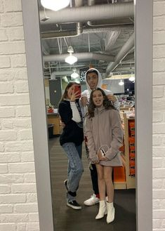 Annie Leblanc, Hayley Leblanc, Best Friend Pictures, Girl Pictures, Her Annies, Annie Angel, Parejas Goals Tumblr, Caleb Logan, Julianna Grace Leblanc