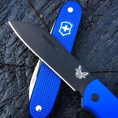 TWO OF MY FAVOURITE KNIVES!Victorinox SAK blue pioneer and the benchmade proper limited edition with blue g10 scales! These are two of my favourite knives I'm using at the moment. I Love them! Also i thought I would support my friends and enter the @edcwatch challenge for this week showing of my favourite logos right now and they are the blue victorinox shield and the white benchmade logo! I'm really loving blue scale knives at the moment also! Let me know what you think! Happy Thursday! Victorinox Knives, Victorinox Swiss Army, Swiss Army Pocket Knife, Best Pocket Knife, Cool Knives, Knives And Swords, Knife Stand, Blues Scale, Tactical Pocket Knife
