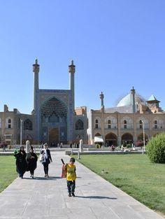 Ellátogattam Iránba, ahová nemigen járnak turisták. 13 nap és az ott megtett 2000 km azonban meggyőzött, Irán merőben más, mint ahogy itthonról látjuk.