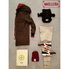 Composizione A/I '17 • #autunno #autumn #inverno #winter #montgomery #piumino #downjacket #maglione #sweater #cappello #beanie #libro #book #archivio #stoneisland #pantalone #trousers #dondup #sneakers #diadora • #macelleria #mestre