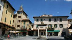 La longobarda Piazza della Sala, nel centro storico di Pistoia.