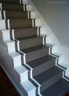 diy painted stair runner, diy, home decor, painting, stairs Carpet Staircase, Staircase Remodel, Painted Staircases, Painted Stairs, Basement Stairs, House Stairs, Ramp Stairs, Dark Basement, Basement Plans