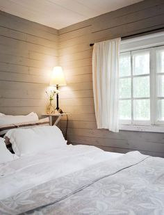 Our cabin bedroom would look good if I painted it like this. Cottage Design, House Design, Cottage Style, Home Bedroom, Bedroom Decor, Bedrooms, Beddinge, Scandinavian Cottage, Interior Design Living Room