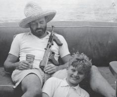 This is renowned author Ernest Hemingway relaxing on his boat with a pina colada, a tommy gun, and his son Jack circa Ernest Hemingway, Hemingway Cuba, Mariel Hemingway, Hemingway Quotes, Patrick Modiano, Divas, Dangerous Minds, Burger Recipes, Robert Capa
