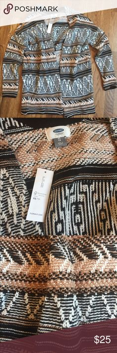 NWT Chunky Oversized Knit Sweater Gorgeous patterned oversized chunky knit sweater.  Perfect for fall 🍂🍁.  Brand new with tags Old Navy.  Colors are white, black, and brown. Old Navy Sweaters