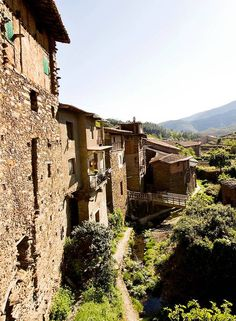 Robledillo-de-Gata Secret Places, Places To Visit, Mansions, House Styles, Outdoor, Camper, Landscapes, World, Places To Travel