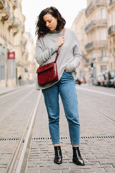 #loose #crossbody #handbag #python #xxl #momjean #rock #smilicuir #vintage #loose #chapeau #hat #gold #pretty #romantic #curlyhair #red #blue #frechstyle #fashion #casual #layering #vegan #jeans #blogueuse #compfy #sneakers #bordeaux #paris #ootd #easy #look #lookbook #streetstyle #anaiswho #ootd #ootn #blogger #blogocrew #frenchgirl #frenchstyle #fashionblogger #frenchblogger #mode #igmode #igersbordeaux #bordeaux #lookbook #newpost #casual #easylook #streestyle #anaiswho
