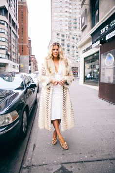 What Courtney Wore - my fashion icon What Courtney Wore, Courtney Kerr, Chic Outfits, Fashion Outfits, Fur Fashion, Autumn Fashion Women Fall Outfits, Cold Weather Outfits, Fashion Plates, Fashion Company