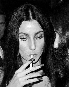 """colecciones: """"""""Cher at Costume Institute Gala, Metropolitan Museum of Art, Photo by Ron Galella. Old Hollywood Glam, Golden Age Of Hollywood, Cher Young, Pretty People, Beautiful People, Cher Photos, Costume Institute, Look Vintage, Babe"""